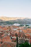 Вкладыш на доке в Kotor, около старого городка в заливе Kotor, m Стоковая Фотография