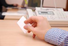 владение руки визитной карточки стоковые фотографии rf
