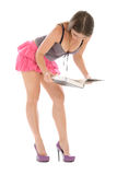 владения книги читают детенышей женщины Стоковые Фото