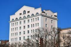 Владивосток, Россия, 3-ье января 2019 Здание 1953 построенное на улице Svetlanskaya, доме 54 Суд арбитража Primorsky внутри стоковые изображения