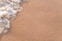 Влажная нерезкость волнового движения песка пляжа Стоковые Изображения RF