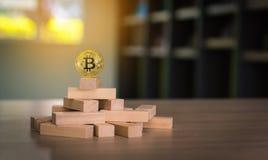 Влияние домино и концепция bitcoin фондовой биржи Стоковая Фотография RF