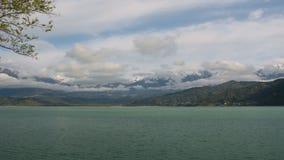 Влияние Cinemagraph с поверхностью двигая озера горы видеоматериал