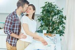 Влюбленность в кухне Стоковое Изображение RF
