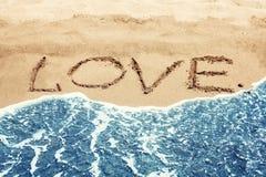 ВЛЮБЛЕННОСТЬ литерности на пляже Стоковая Фотография RF