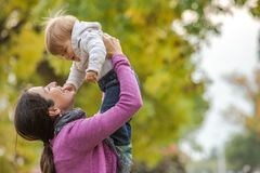Влюбленность матерей Стоковое Фото