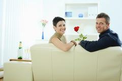 влюбленность пар подняла стоковая фотография rf