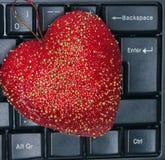 Влюбленность сердца красная на клавиатуре компьютера Стоковое Изображение RF