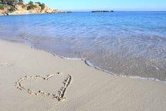 влюбленность сердца пляжа стоковые изображения