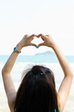 влюбленность сердца рук делает знак формы Стоковое Изображение RF