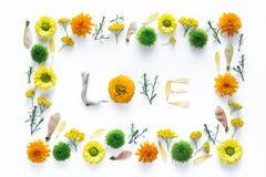 Влюбленность слова сделанная из цветков Стоковые Фотографии RF