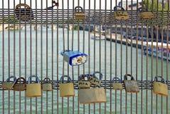 влюбленность Франции палубы padlocks senghor paris Стоковые Изображения
