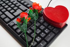 Влюбленность щелчком - онлайн датировка стоковые фотографии rf