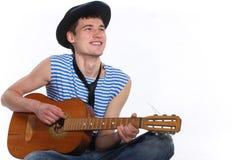 влюбленныйся гитарист стоковая фотография rf