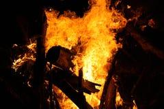 Внесите пламя в журнал стоковые фотографии rf