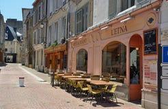 Внешнее кафе в пешеходной улице Стоковые Изображения