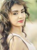 Внешнее молодой женщины естественное стоковые фотографии rf
