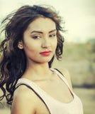 Внешнее молодой женщины естественное стоковые изображения rf