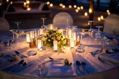Внешнее свадьбы настроенное таблицей Стоковые Изображения