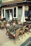 Внешнее французское традиционное кафе, славное, французская ривьера, Франция Стоковые Изображения