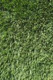 Внешней искусственной предпосылка зеленой травы текстурированная дерновиной Стоковые Фотографии RF