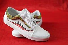 Внешние белые ботинки спорта для пешего туризма Стоковые Изображения RF