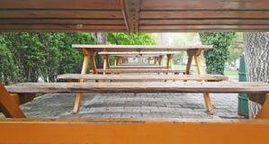 Внешние деревянные банки стоковое фото