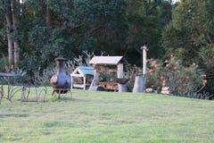 Внешние деревянные стог и chiminea стоковое изображение