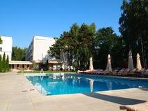 Внешний бассейн роскошного спа-курорта Стоковое фото RF
