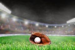 Внешний бейсбольный стадион с перчаткой и шариком, и космос экземпляра Стоковое Фото