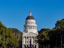 Внешний взгляд исторического капитолия положения Калифорнии стоковые фото