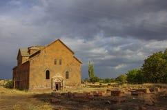 Внешний взгляд к собору aka Surb Grigor Aruchavank на Aruch в провинции Арагацотна стоковые фотографии rf