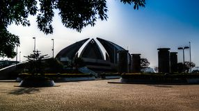 Внешний взгляд национального монумента в Исламабаде Пакистане Стоковое Изображение RF