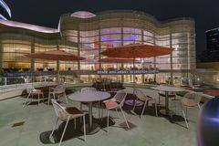 Внешний взгляд ночи центра Segerstrom для искусств Стоковое Изображение RF