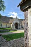 Внешний взгляд исторического амбара Tithe, средневекового монашеского каменного амбара, Брэдфорда на Эвоне, Великобритании Стоковая Фотография RF