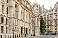 Внешний взгляд старого офисного здания войны в Лондоне Стоковая Фотография RF