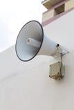 Внешний диктор для объявляет сообщение к публике Стоковые Изображения RF