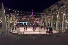 Внешний каток катания на коньках на ноче стоковая фотография rf