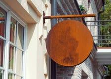 Внешний модель-макет signage для логотипа компании стоковое изображение rf