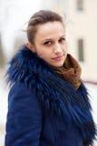 Внешний портрет зимы тихой женщины Стоковая Фотография