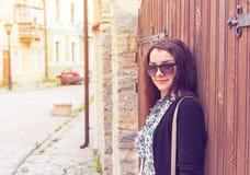 Внешний портрет крупного плана моды молодой милой женщины в лете Стоковая Фотография
