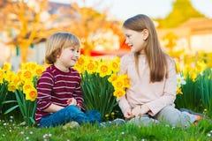 Внешний портрет 2 прелестных детей Стоковое Изображение