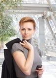 Внешний портрет привлекательной коммерсантки Стоковое фото RF