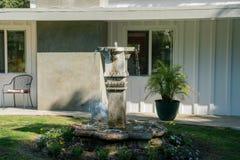 Внешний сад роскошного дома Стоковые Изображения RF