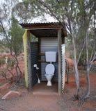 Внешний туалет в австралийце Буше Стоковые Фотографии RF