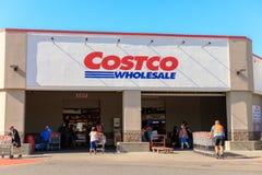 Внешняя витрина магазина оптовой продажи Costco Costco Оптов Корпорация самый большой только для членств клуб склада в США стоковое изображение