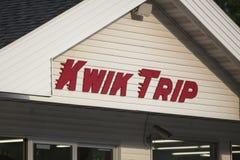 Внешняя витрина магазина отключения Kwik стоковое фото