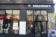 Внешняя витрина магазина ` s Бен и Джерри в Нью-Йорке стоковые фото