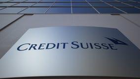 Внешняя доска signage с логотипом группы Suisse кредита строя самомоднейший офис Редакционный перевод 3D сток-видео