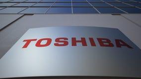 Внешняя доска signage с логотипом Тошиба Корпорации строя самомоднейший офис Редакционный перевод 3D сток-видео